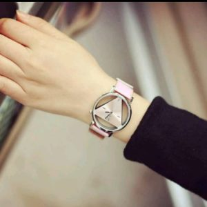 montre triangle rose