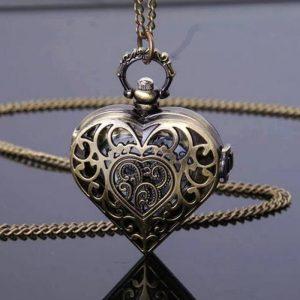 Montre collier coeur