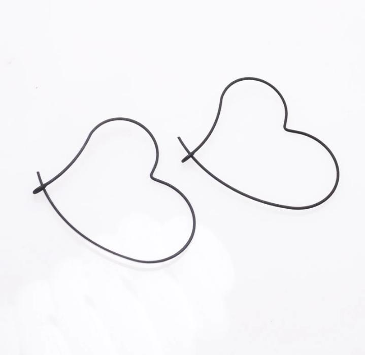 boucle d'oreille coeur noir